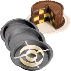 WILTON CHESS TYPE CAKE MOULD ( 2105-9961 )
