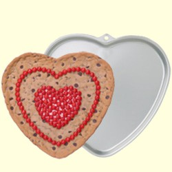 GIANT WILTON HEART COOKIE CUTTER ( 2105-6203 )